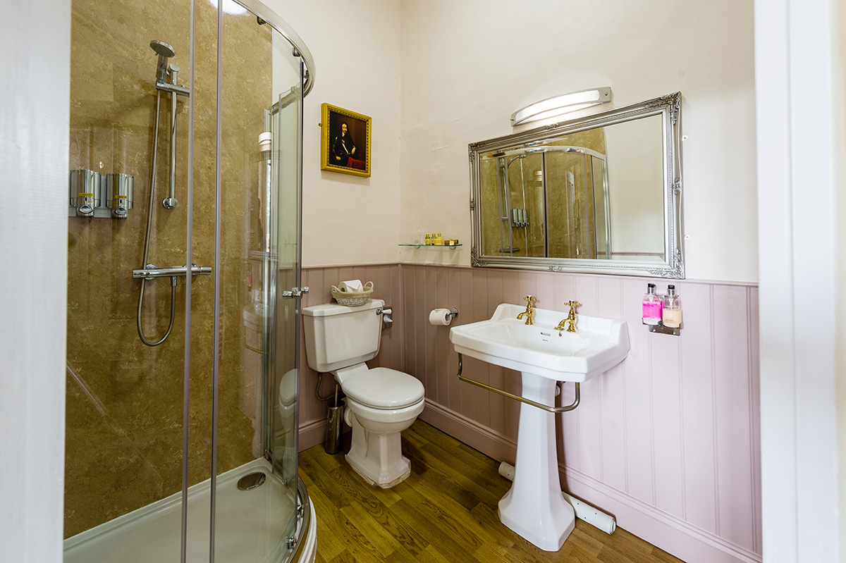 Large shower, sink and toilet in the Hothfield bedroom at Appleby Castle