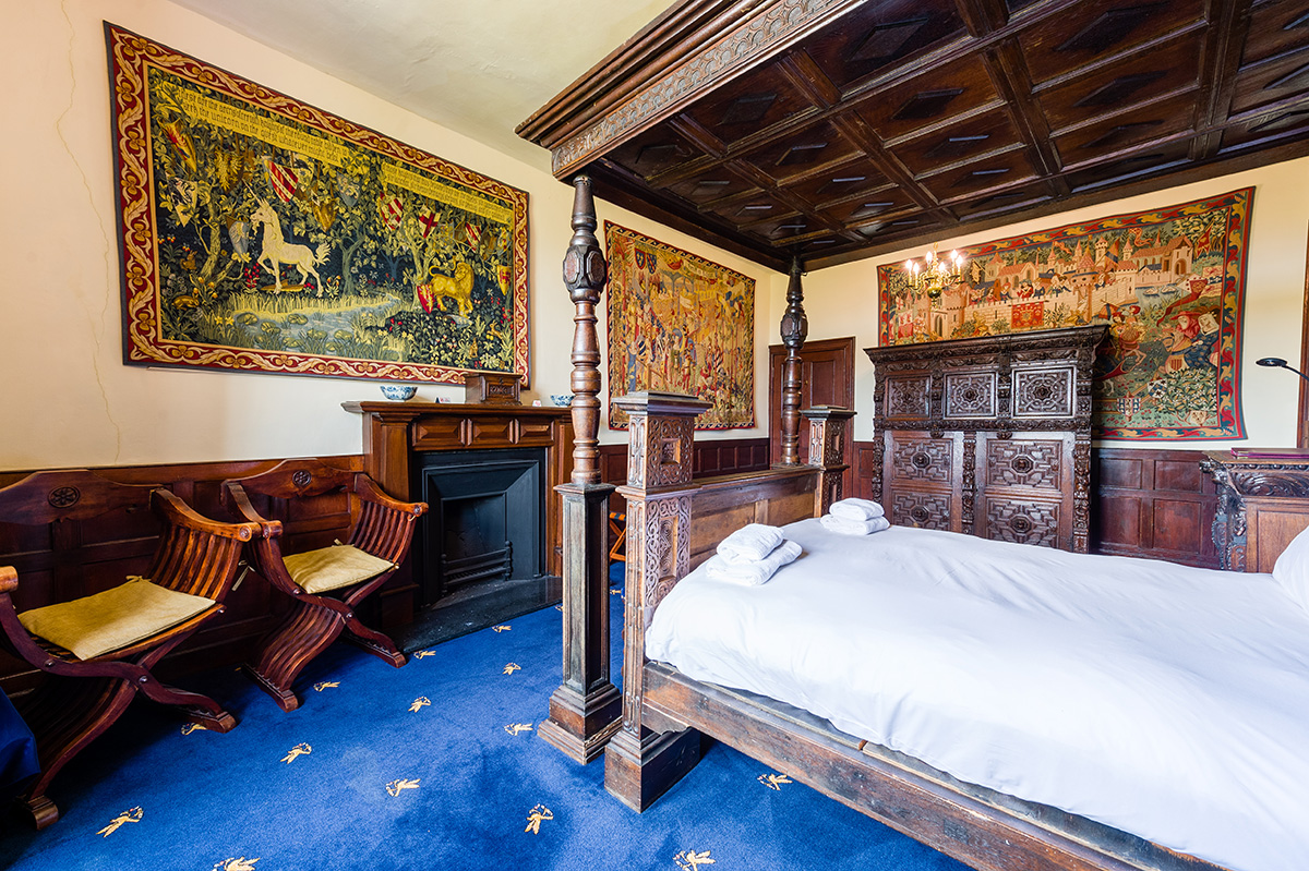 Four poster antique bed in the Evidence bedroom at Appleby Castle