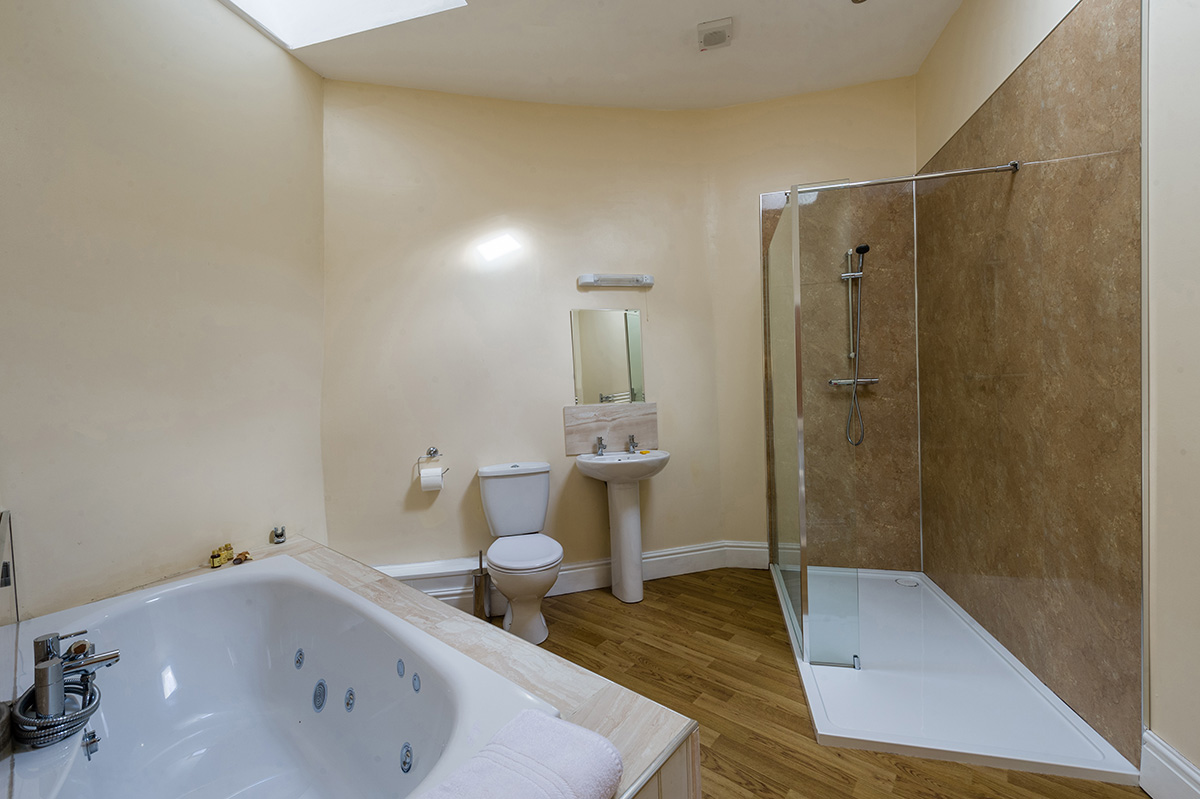 Spacious bathroom in the self-contained holiday accommodation in Cumbria