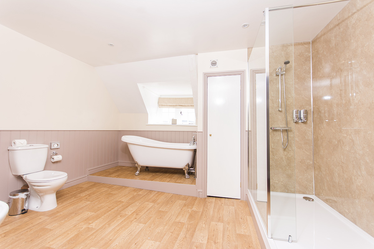 Russel Suite spacious bathroom and shower in Appleby Castle